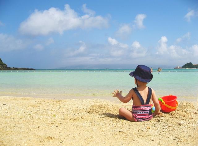 リゾートの海と子供