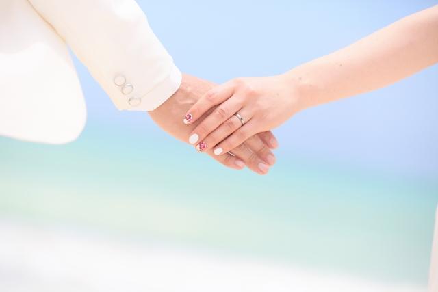 結婚する男女(愛し合う)